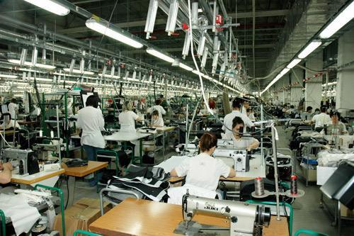 Защо в България заплатите в индустрията са по-ниски от другите страни в Европа?