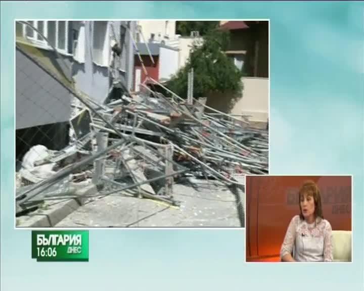 Скеле на 13-етажен блок се срути в Благоевград