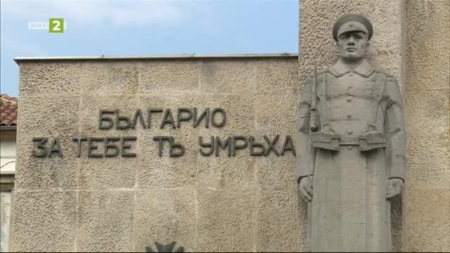 Паметник - портал на Осми Приморски полк във Варна