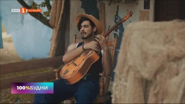 Мирян Костадинов – една китара, прекрасен глас, лампа и... още нещо