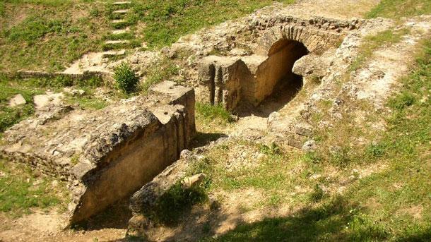 Археолози откриха наново западната крепостна стена на Рациария в района на Арчар