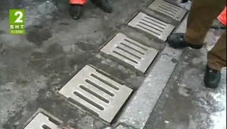 Възстановяват откраднатите решетки на шахти във Варна