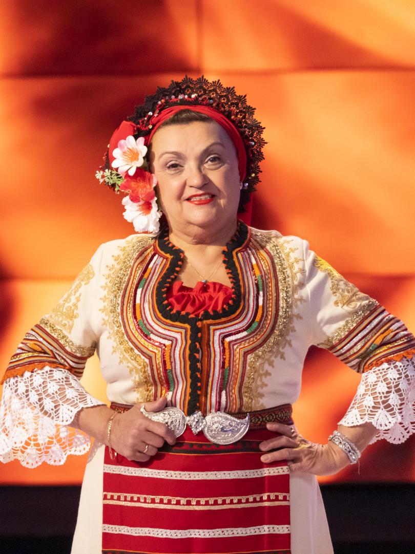 снимка 1 Светла Караджова с разказ за майка си - Надка Караджова.