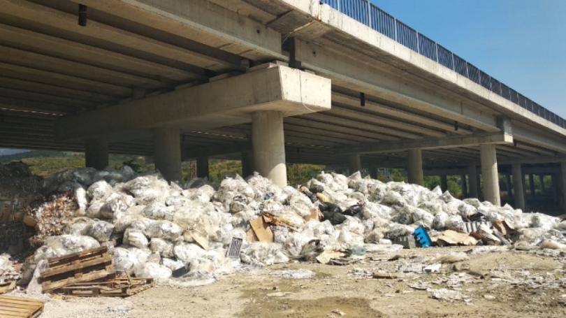 След пожара при АМ Струма: Мълчалив протест в подкрепа на собственика на депото
