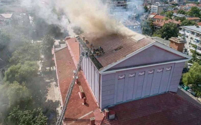 Разказът на русенските пожарникари за гасенето на пожара в операта