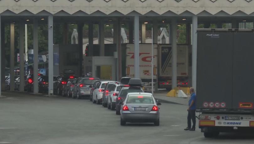 Изключително засилен трафик на Кулата, на Маказа всичко е спокойно