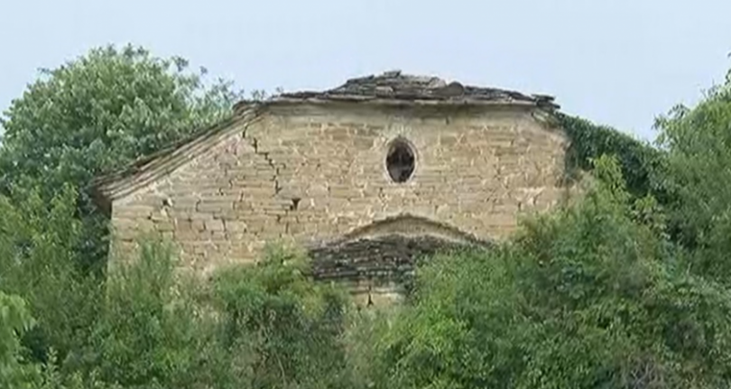 Вековна църква се разпада в с. Големи Българени