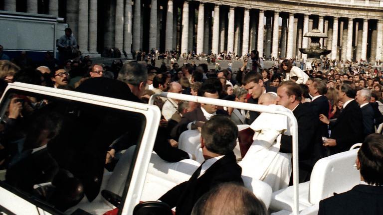 Къде е истината за атентата срещу папата