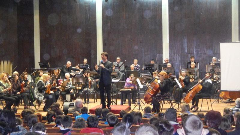 Как класическата музика успява да привлича интереса на децата?