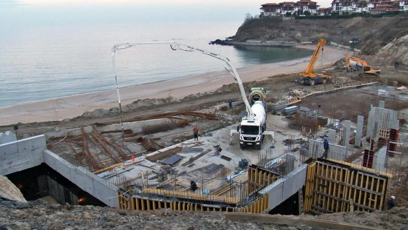 Кой контролира строителството по морето?
