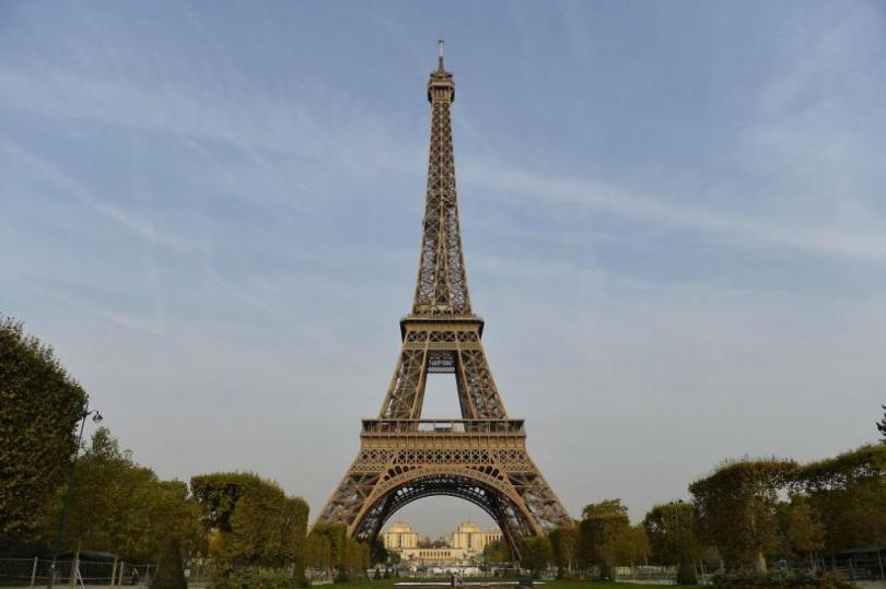 Айфеловата кула на 130 години