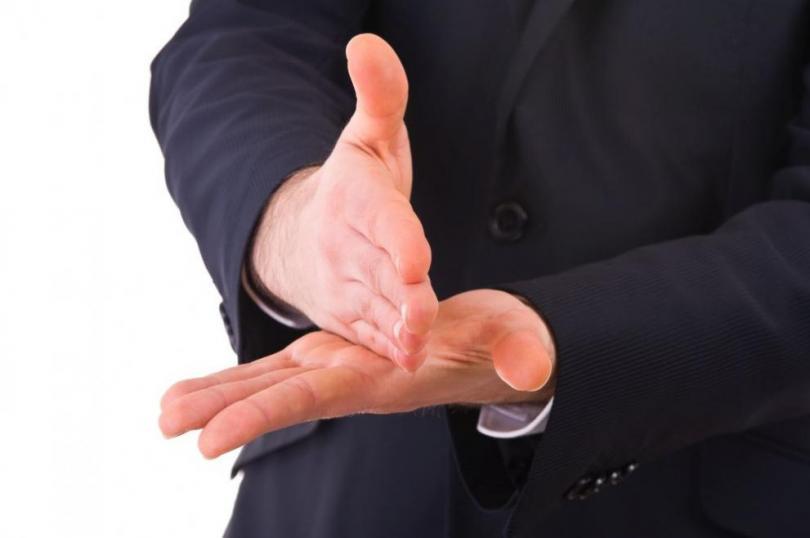 Организации на глухите искат жестовият език да бъде признат за официален