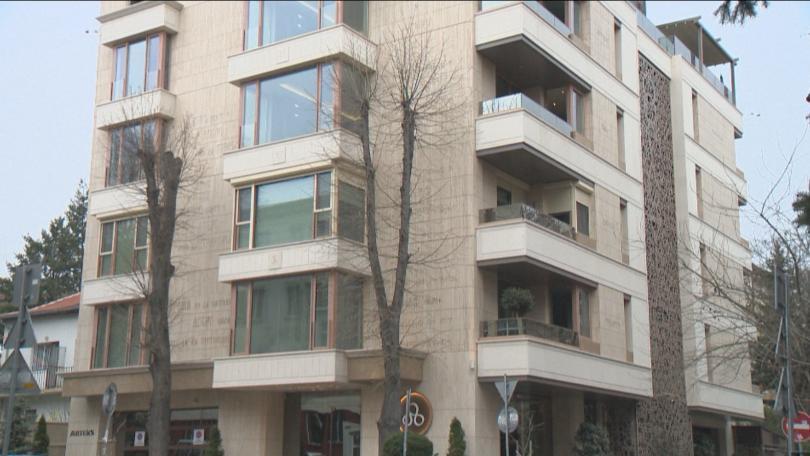Апартаменти и скандали - кога свършва сезонът на оставките?