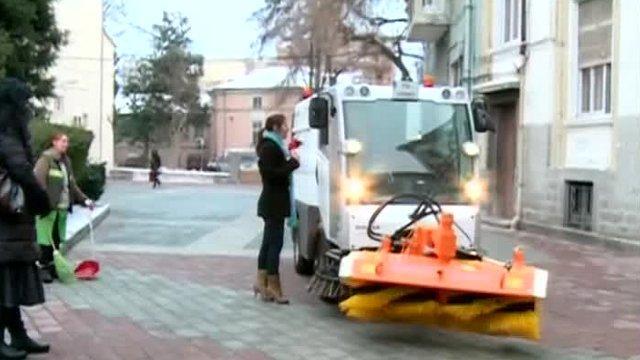 С каква техника почистват тротоарите в Пловдив