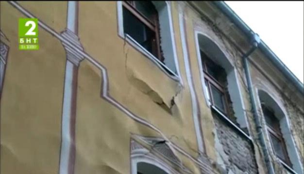 """Студенти и преподаватели набират средства за ремонт на Жълтото училище"""" в Пловдив"""