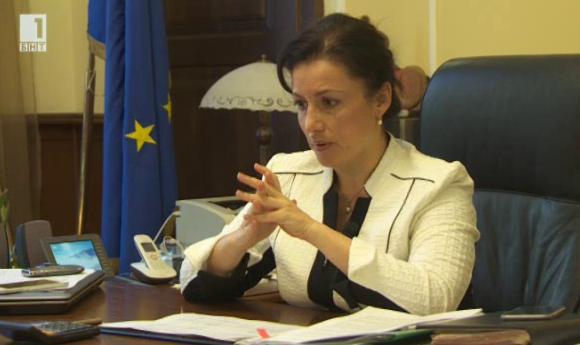 Как ще бъдат разпределени евромилионите за млекарите. Интервю с министър Танева
