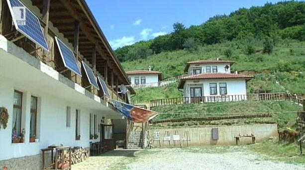 Две в едно. Къща за гости и център за занаяти в с. Дрен