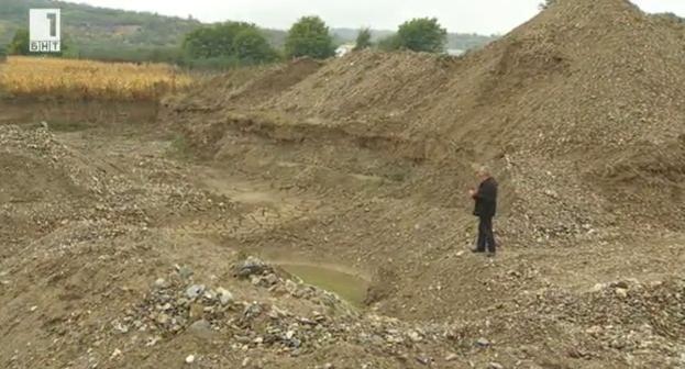 Златотърсачите в село Шишковци, които оставят ями след себе си