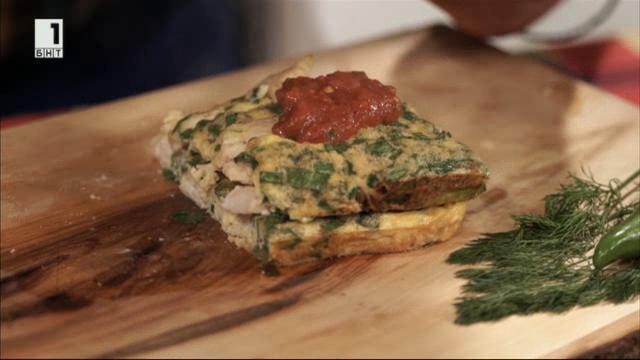 Пилешка фритата с доматен сос