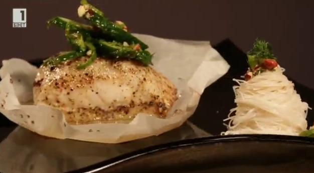 Риба в пергамент с тайландски сос