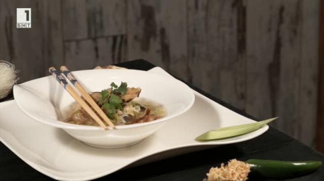Пилешка супа със сухи гъби
