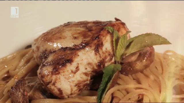Пилешки гърди с лингуини, гъби и балсамико