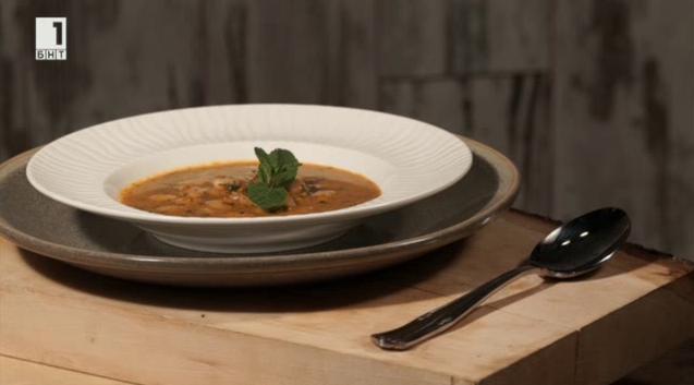 Постна супа с боб, лимец и сушени гъби