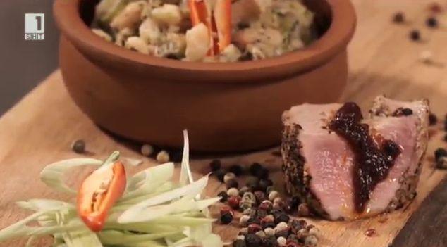 Свински пепър стек с пушен сос и фасул