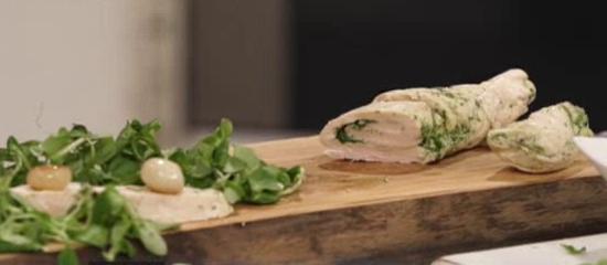 Пилешко роле със салата от кресон