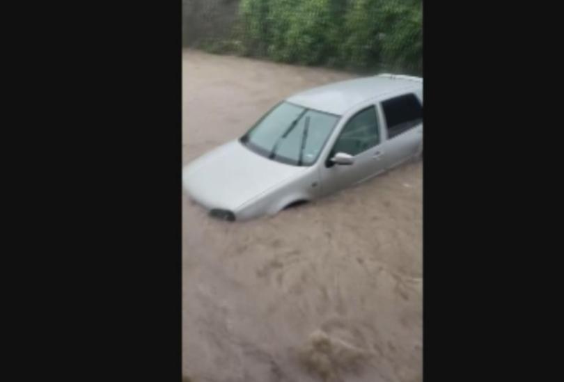 Наводнени къщи и улици след наводнението в Червен бряг