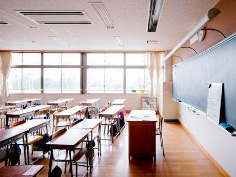 Реформите в училищата, комунизмът в учебниците и парите за учителите