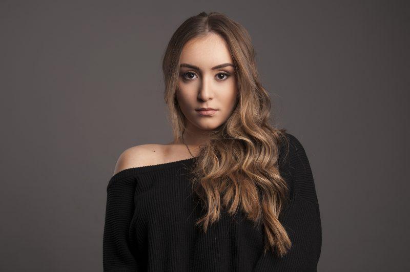 Младата певица Дара Екимова