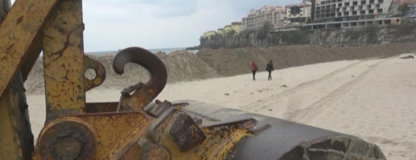 Недоволство в Созопол заради пясъчна дига на плажа