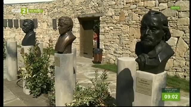 Дворът на кирилицата в Плиска се обогати с нови бюст-паметници