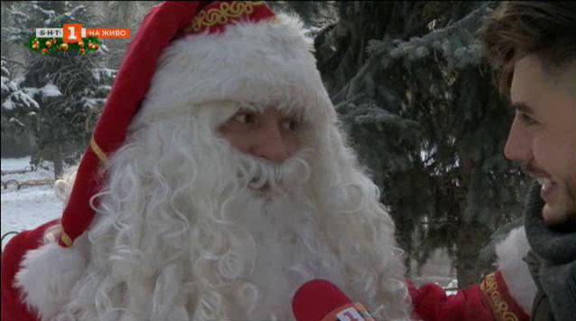 Дядо Коледа се разхожда в София