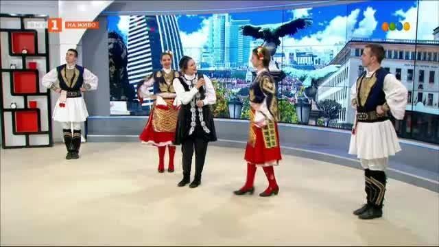 За силата на фолклора - майка и дъщеря Николина и Мария Чакърдъкови