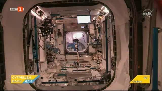Космическият кораб Дракон се скачи с Международната космическа станция