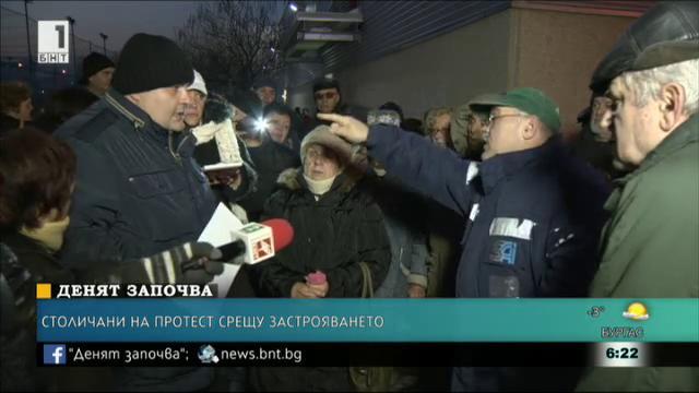Жители на Дружба протестират заради затворена пътека