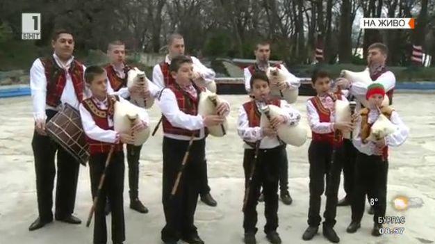 Варна отбелязва националния празник с надсвирване
