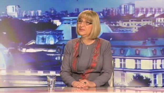 Цецка Цачева: Държавата е в гърч, бързи предсрочни избори са спасението