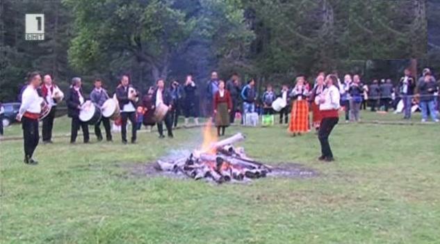 Нестинарски празник край девинското село Стоманово