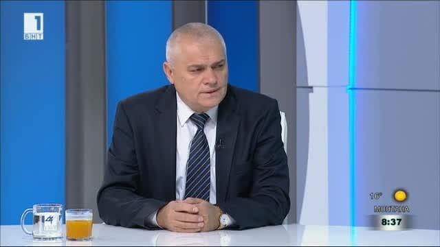 Министър Радев за катастрофиралия микробус с нелегални мигранти