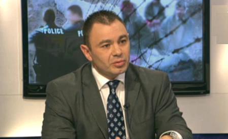 Лазаров: Трима полицаи са арестувани през нощта