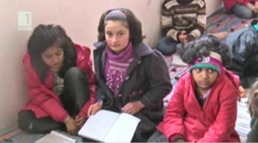 Училище в бежанския лагер в Харманли
