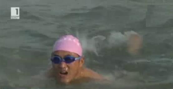 Плуване в ледени води в Китай