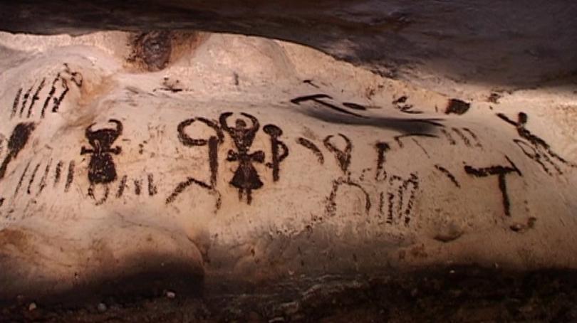 """Загадъчни рисунки от преди 7000 години в пещера """"Магура"""""""