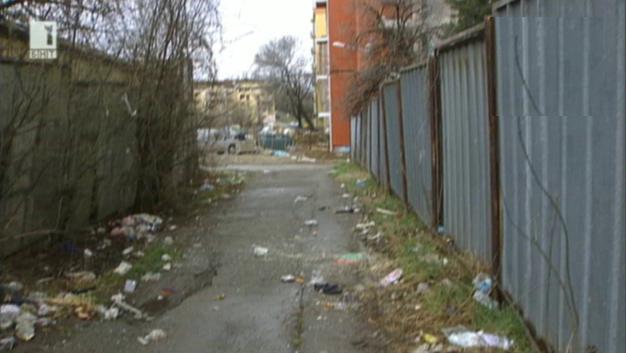 Сметище до бежанския лагер в Овча купел