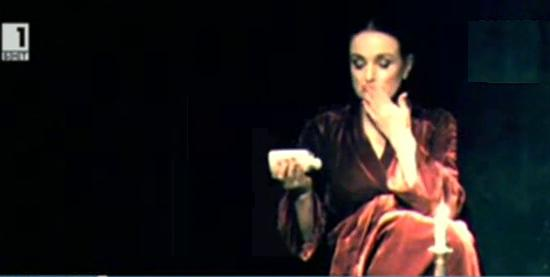 Багряна и Дора Габе в постановката Две и Багряна през погледа на Катя Зографова