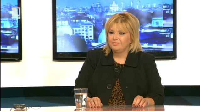 Мария Капон: Протестите може би победиха, но правителството падна благодарение на ДПС