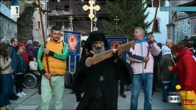 Литийното шествие с чудотворната икона на Света Богородица